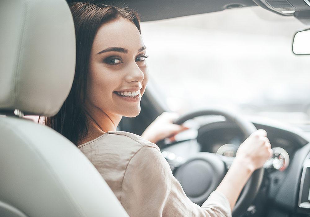 Kursantka podczas kursu na prawo jazdy kategorii B